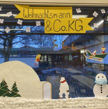 SMV Weihnachtsaktion: Wer schmückt das schönste Klassenzimmerweihnachtsfenster? Ermittelte Gewinner!